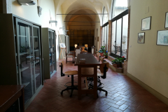 A small library in the convento.